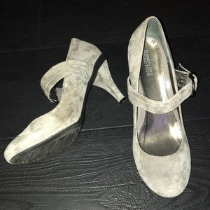 Kenneth Cole Reaction Heels 8 Gray Leather